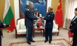 Командирът на ВВС е на визита в Китай