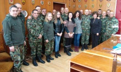 Коледни подаръци за децата на загинали военнослужещи