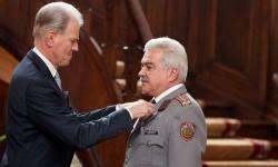 Френският президент награди български офицер