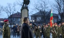 Министър Каракачанов в Карлово: Няма да бързаме с модернизацията на армията