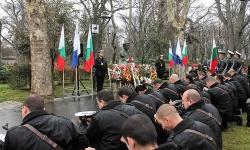 ВМС отдадоха почит пред паметниците на Васил Левски във Варна и Бургас
