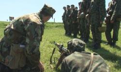 Министър Каракачанов да върне началното военно обучение в училищата