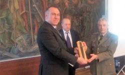 Министърът на отбраната награди офицери артилеристи