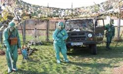 Специалисти по радиационно и химическо разузнаване водят полева подготовка