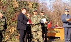 Наградиха военнослужещи от формированието в Белене