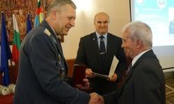 Наградиха ветерани от бойната ни авиация