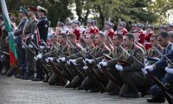 Войниците ще коленичат, гражданите ще свеждат глави
