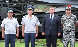 Красимир Каракачанов се върна към войнишката си служба в Костинброд