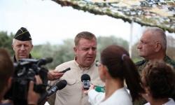 Министър Каракачанов поздрави командира на ВВС и пилотите