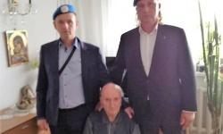 От сдружението на сините каски зарадваха ветеран от Втората световна война