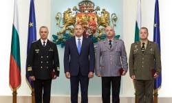 """Президентът към повишените в звание офицери: """"Служете на България  с чест и достойнство"""