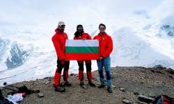 Военнослужещ от ВВС изкачи седемхилядник в Памир