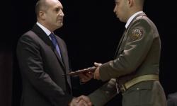 Президентът приветства випускниците на Военна академия