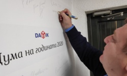 Министър Каракачанов: До средата на 2020 г. ще има договори за бойните машини и корабите
