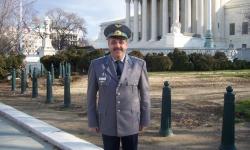 Защо начело на Сухопътни войски, ВВС и ВМС да не стоят командващи, а не командири, както е сега?