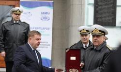 Министър Каракачанов награди флотилен адмирал проф. Боян Медникаров и 12 курсанти от ВВМУ