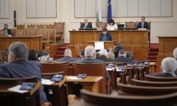Парламентът ще заседава само по законопроекти, свързани с извънредното положение