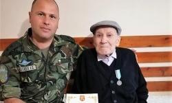 Ген. Явор Матеев връчи юбилейни медали на ветерани от Втората световна война