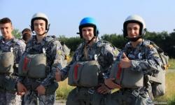 Полети, изпити и парашутни скокове на летище Долна Митрополия