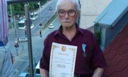 """Ветеранът Тоньо Топалов от Пловдив, с юбилеен медал """"75 години от Втората Световна война"""""""
