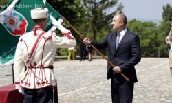 Президентът връчи знамето на първия във Велико Търново ученически гвардейски отряд
