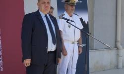 """Министър Каракачанов откри изложбата """"Армията във време на промени"""""""