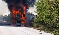 Няма пострадали при пожар на автобус с военнослужещи от ВМС