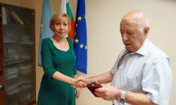 """Съюзът на ветераните от войните отличи кмета на столичния район """"Подуяне"""" с юбилеен медал"""