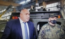 """Премиерът провери ремонтните дейности във военния завод """"ТЕРЕМ - Хан Крум"""" в Търговище"""