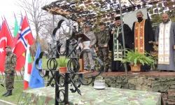Колективът на военно формирование 26720 дари Християнския кръст