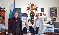 """На гости на 97-годишния капитан Атанас Илев за юбилея на  ВВМУ """"Никола Й. Вапцаров"""""""