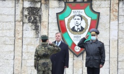 Военни почести бяха отдадени пред паметника на Левски в района на НВУ