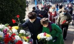 Близо 100-годишни ветерани от войните сложиха цветя на паметника на Васил Левски
