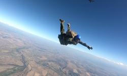 Морският специален разузнавателен отряд с успешни парашутни скокове
