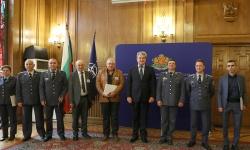 Награди за 24 май на офицери, сержанти и цивилни служители във ВВВУ