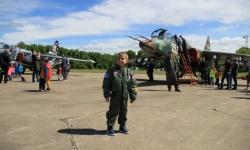 ВВС посрещнаха малките приятели на авиациятa