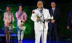 Варна има нови шест почетни граждани. Един от тях е  флотилен адмирал проф. Боян Медникаров