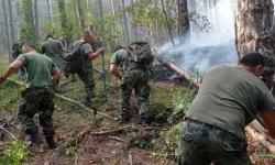 Военнослужещи от 4-и артилерийски полк продължават помощта си за гасенето на пожара над с. Югово